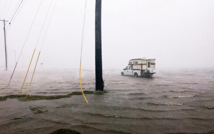 """Ураган """"Харви"""" обрушился на США со скоростью 215 км/ч"""