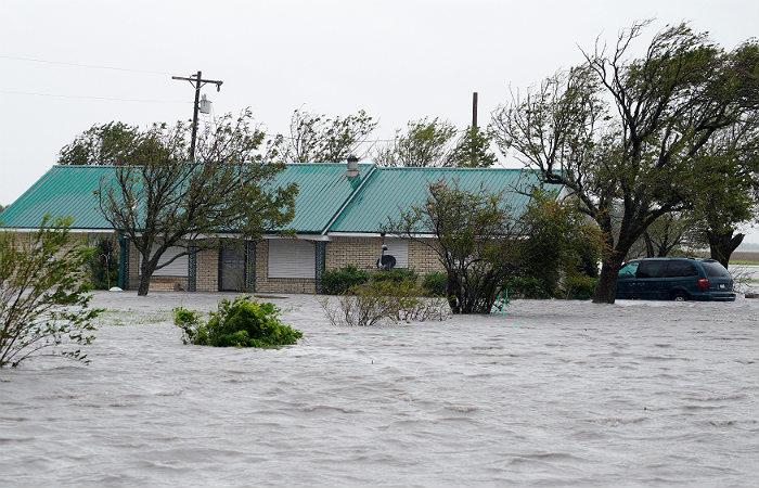 Жителям Техаса предсказали еще несколько дней ливней