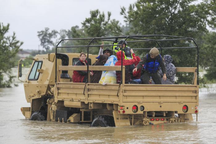 Число жертв наводнения в Техасе достигло 30 человек