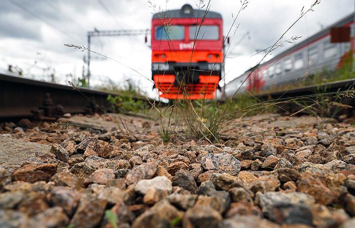 В результате столкновения поезда с грузовиком в ХМАО пострадали 10 человек