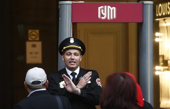 В Москве за день эвакуировали более 100 тыс. человек из-за звонков о минировании