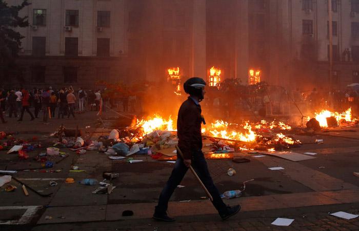 Против противников приговора по делу о беспорядках в Одессе применили слезоточивый газ