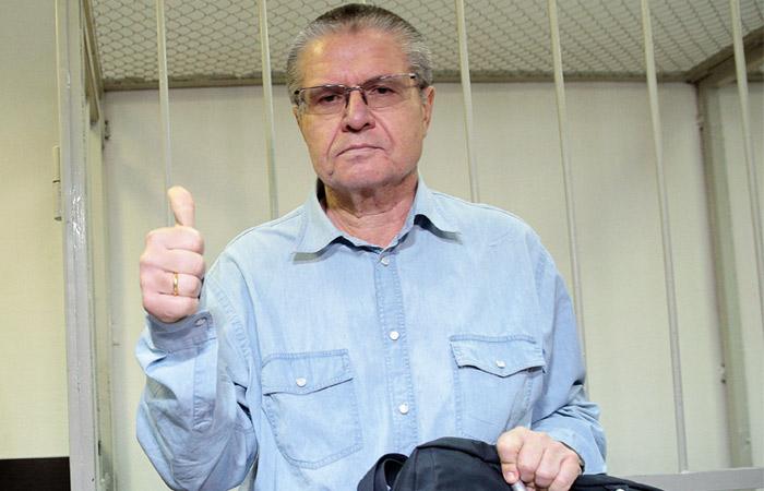 Улюкаев получил от Сечина сумку с 20 тысячами 100-долларовых купюр