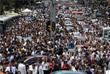 Тысячи людей в страхе перед новыми обрушениями вышли на улицы, парализовав движение автомобилей