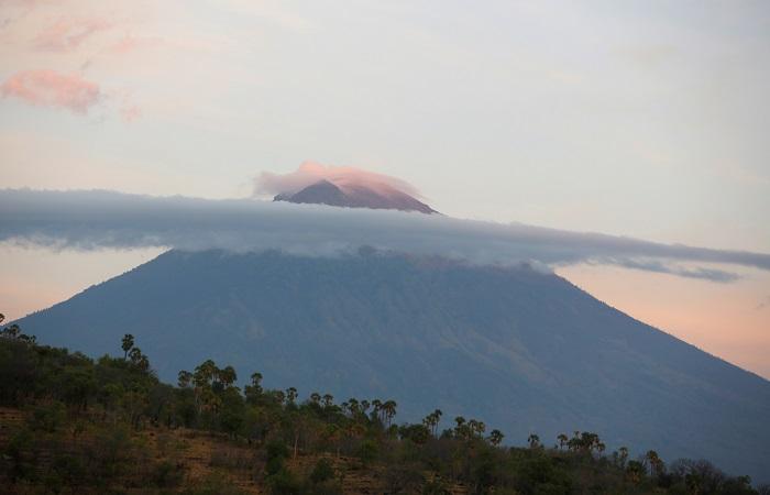 Из-за угрозы извержения вулкана Агунг на Бали эвакуировано 57 тысяч человек