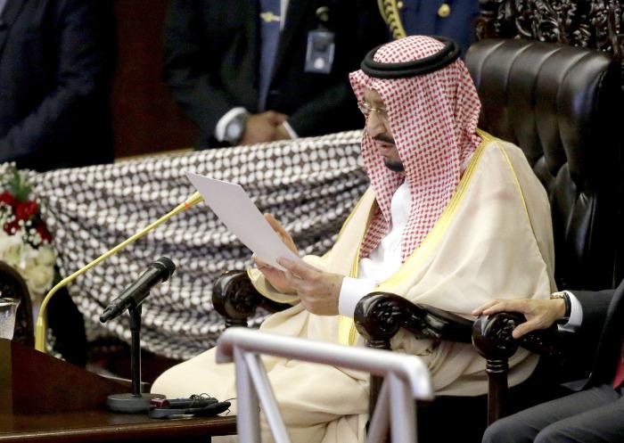 Король Саудовской Аравии анонсировал разрешение женщинам водить автомобили