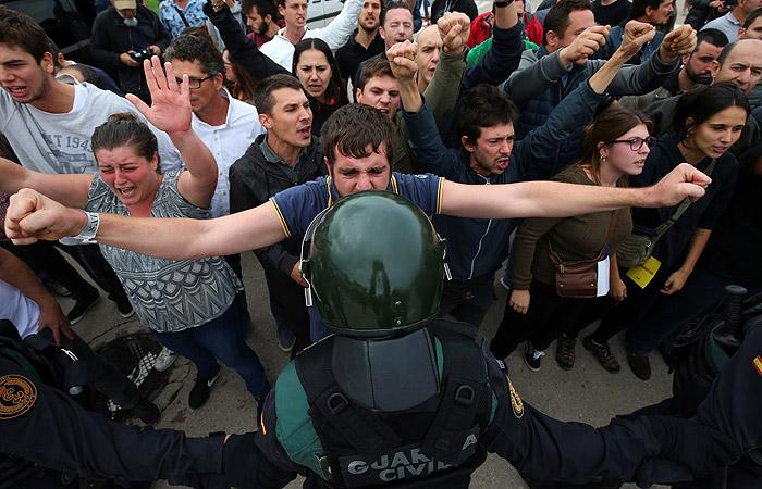 В Каталонии заявили о 38 пострадавших от действий полиции на референдуме