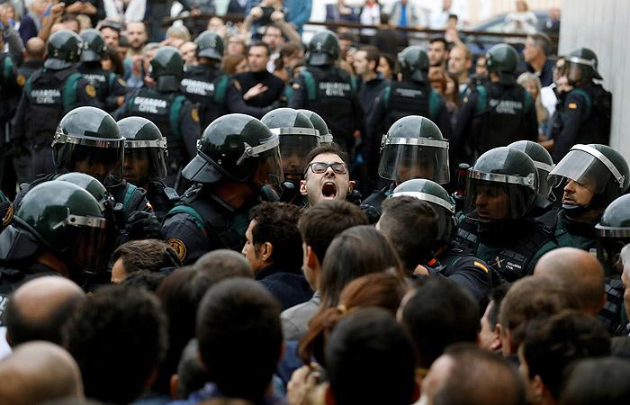 Мэр Барселоны насчитала более 460 пострадавших в беспорядках в Каталонии