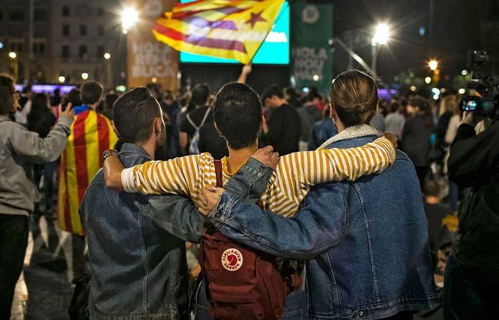 Около 90% каталонцев проголосовали за независимость от Испании