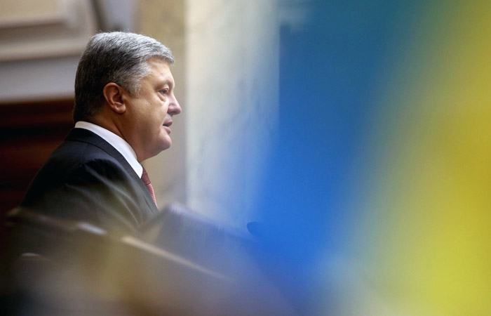 Порошенко предложил продлить особый статус Донбасса на год