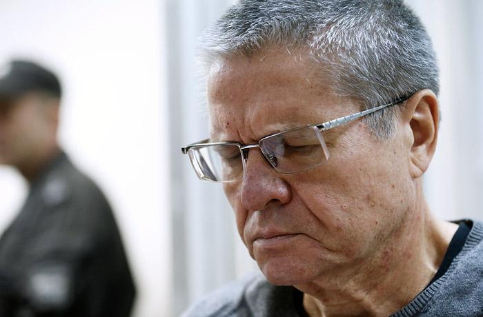 """На процессе по """"делу Улюкаева"""" рассказали об изъятых в его кабинете вещах"""
