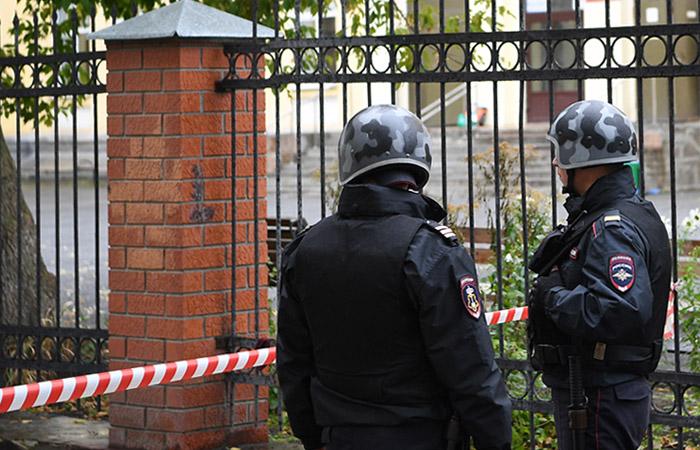 В Москве в пятницу из 73 зданий эвакуировали более 20 тысяч человек