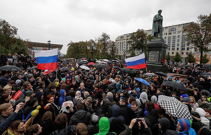 В центре Москвы начались задержания участников акции оппозиции