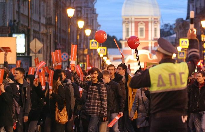 Почти 40 человек задержали в Петербурге за выход на дорогу во время митинга оппозиции