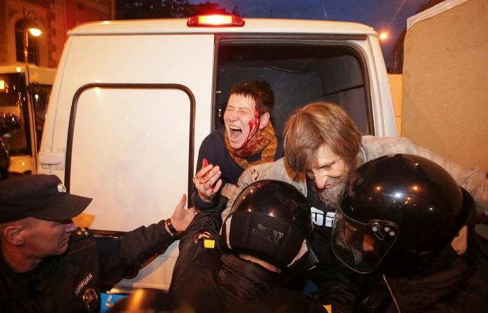 В Петербурге полиция пресекла несанкционированную акцию оппозиции