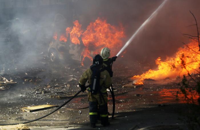 Площадь пожара на рынке в Ростове-на-Дону выросла до 5 тыс. кв. м