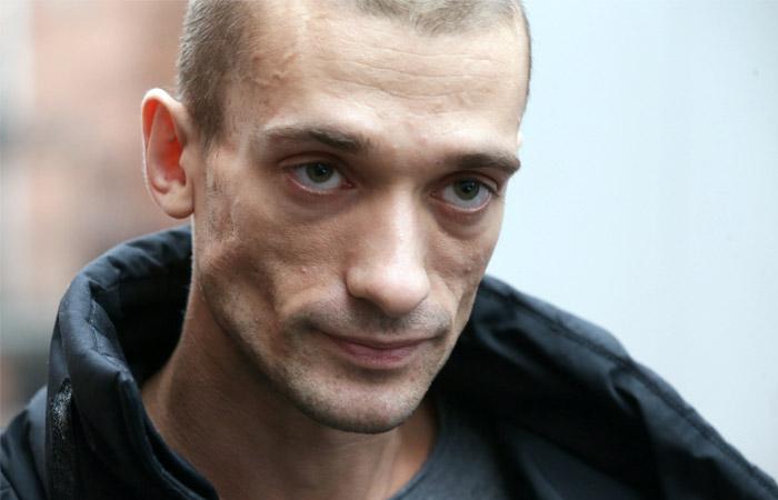 Павленский разъяснил поджог здания Банка Франции