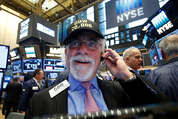 Индекс Dow Jones два раза побил рекорд, превысив уровень в23 тысячи пунктов