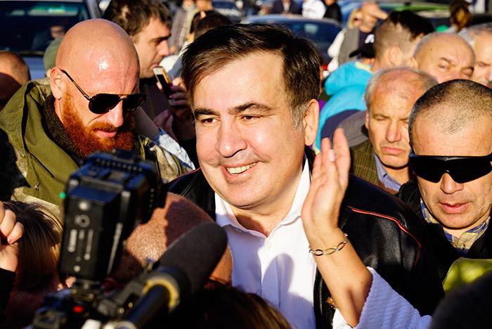 Саакашвили явился намитинг уздания Верховной рады— Толпа ликует