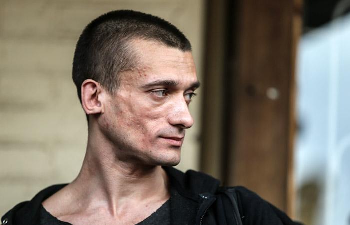 Петра Павленского поместили в психиатрический стационар полиции Парижа