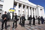 В Киеве у здания парламента собрались митингующие
