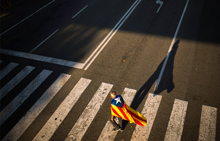 Правительство Испании намерено лишить полномочий власти Каталонии