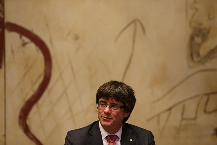 Глава Каталонии задержал оглашение ответа на меры Мадрида
