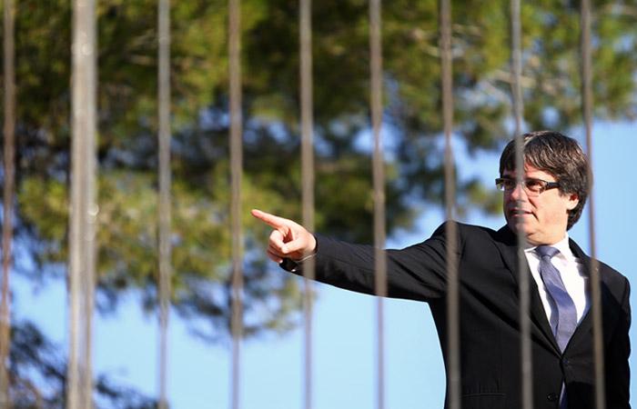 Испания запросила европейский ордер на арест Пучдемона и его соратников