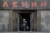 В Кремле отказались решать вопрос о захоронении тела Ленина