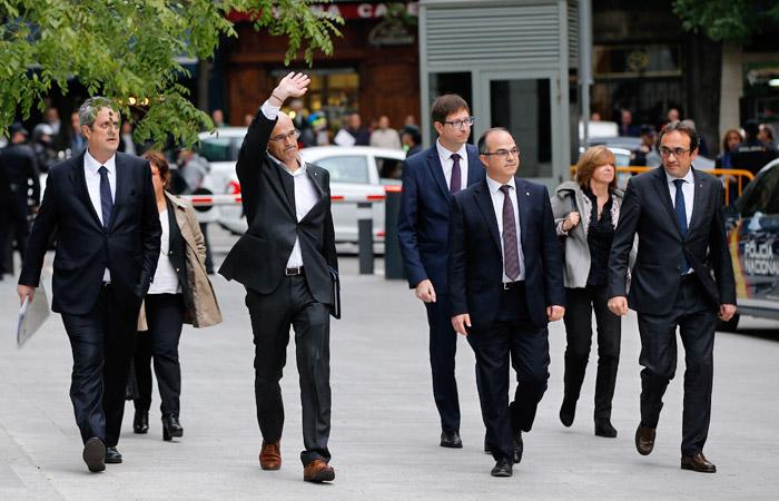 Испанский суд арестовал восьмерых бывших членов правительства Каталонии