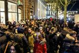 ГИБДД пришлось ограничить движение по Тверской из-за старта продаж iPhone X