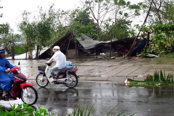 В итоге обрушения тайфуна воВьетнаме погибли 11 человек