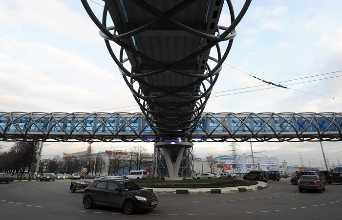 В РФ вступили в силу новые правила движения при выезде на круговой перекресток