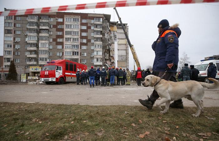 Под завалами дома в Ижевске могли остаться два человека