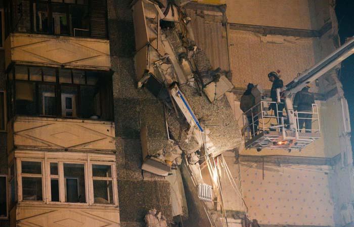 МЧС сообщило о двоих оставшихся под завалами дома в Ижевске