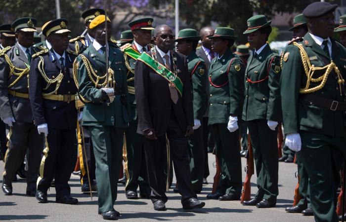 В столице Зимбабве произошли как минимум три взрыва