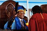 Мугабе впервые появился на публике после перехода власти в Зимбабве к военным