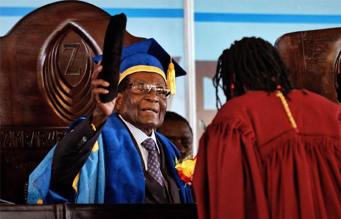 Президент Зимбабве впервый раз появился напублике после ареста военнослужащими