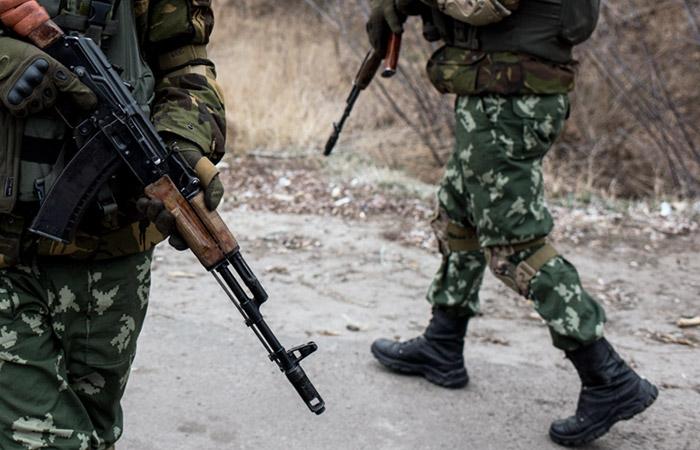 Вооруженные люди в Луганске перекрыли дороги у здания МВД и администрации