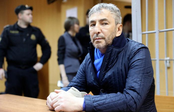 Суд назначил экс-сенатору Джабраилову штраф в полмиллиона рублей