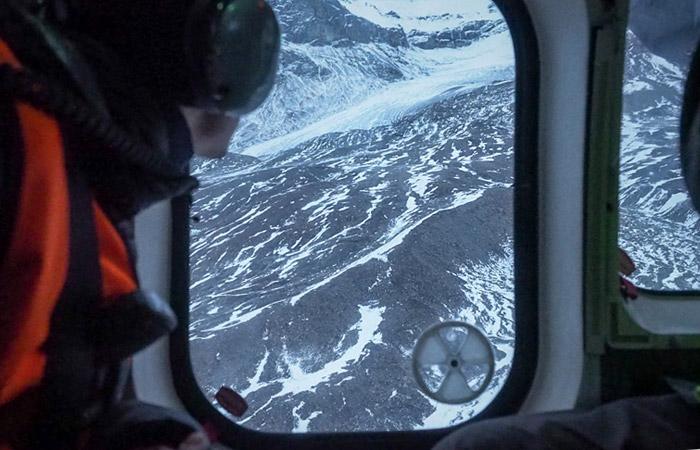 Уразбившегося близ Шпицбергена вертолета отказала система управления