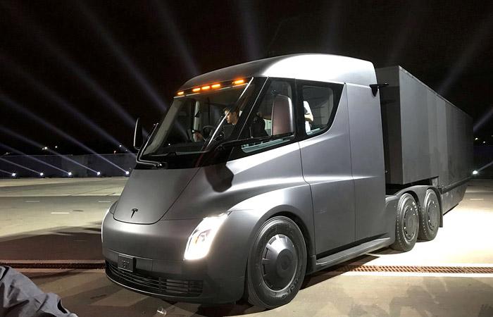Tesla назвала стоимость своих электрических грузовиков