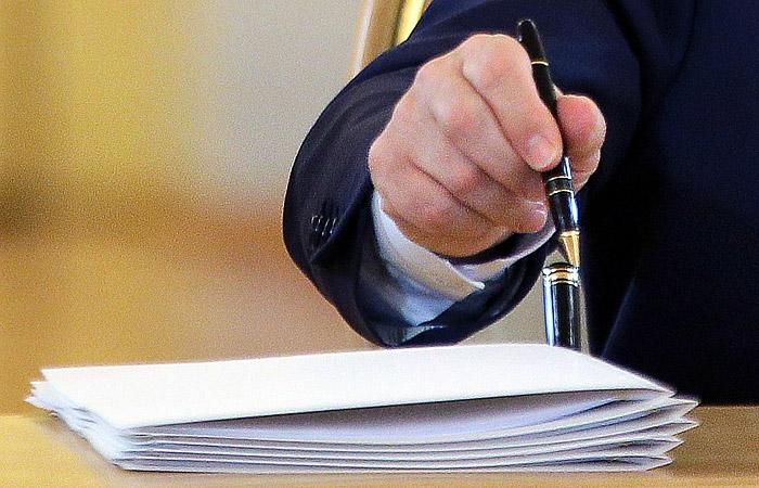 Путин подписал закон о СМИ - иностранных агентах