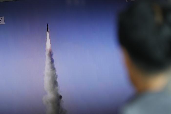 Ким Чен Ынпровозгласил «исторический успех» после запуска новоиспеченной ракеты