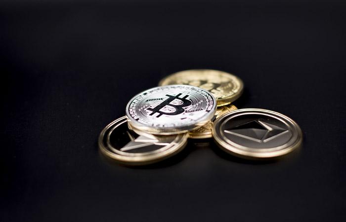 В США регулятор впервые разрешил биржевую торговлю фьючерсами на биткойн