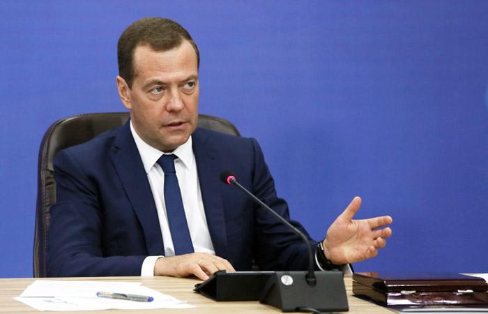 """Медведев потребовал наказать виновных в неудаче запуска """"Союза"""" с """"Восточного"""""""
