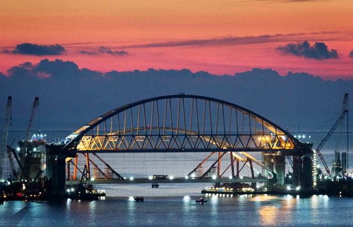 Завершено возведение всех опор автодорожной части моста через Керченский пролив
