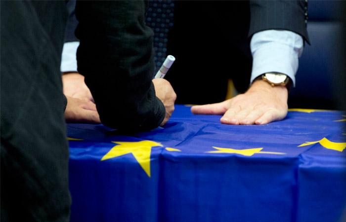 """Совет ЕС утвердил """"черный список"""" не соблюдающих налоговые стандарты стран"""