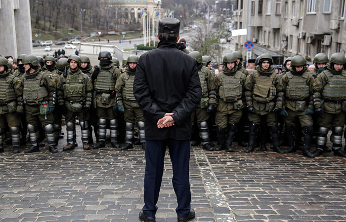 Попытка полиции найти Саакашвили в лагере под Радой закончилась столкновениями