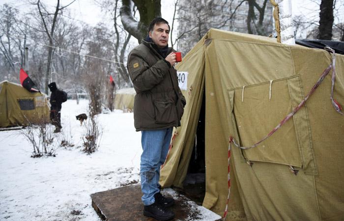 При попытке забрать Саакашвили из палаточного лагеря в Киеве пострадали 13 человек